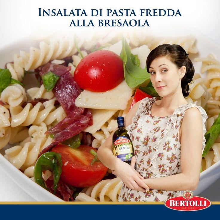 Olio Gentile per la nostra ricetta: Insalata di pasta fredda alla bresaola. #oliobertolli #oliogentile #ricettebertolli #ricette #primi #piatti #pasta #cucina #bresaola #pomodorini #olio
