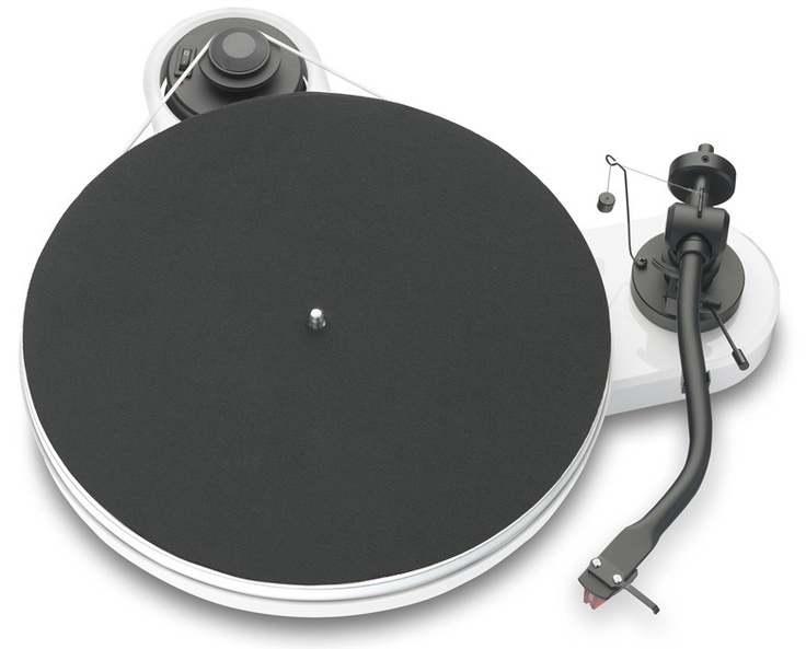 Pro-Ject RPM 1.3 2M Platespiller - Hvit høyglans