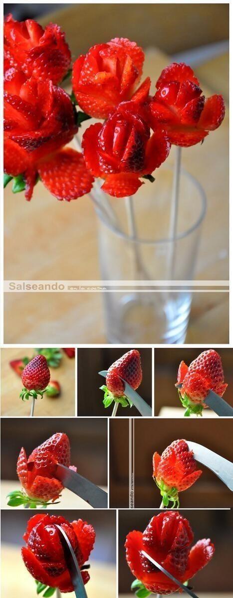 ¿Un desayuno romántico? Fresas en forma de rosas...