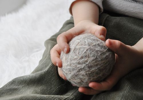 Filzrasselball: Yarn Ball, Filzballrassel Aus, Felt Rattle, Aus Wollresten, Yarns Ball, Rattle Ball, Ball Rattle, Felt Yarns