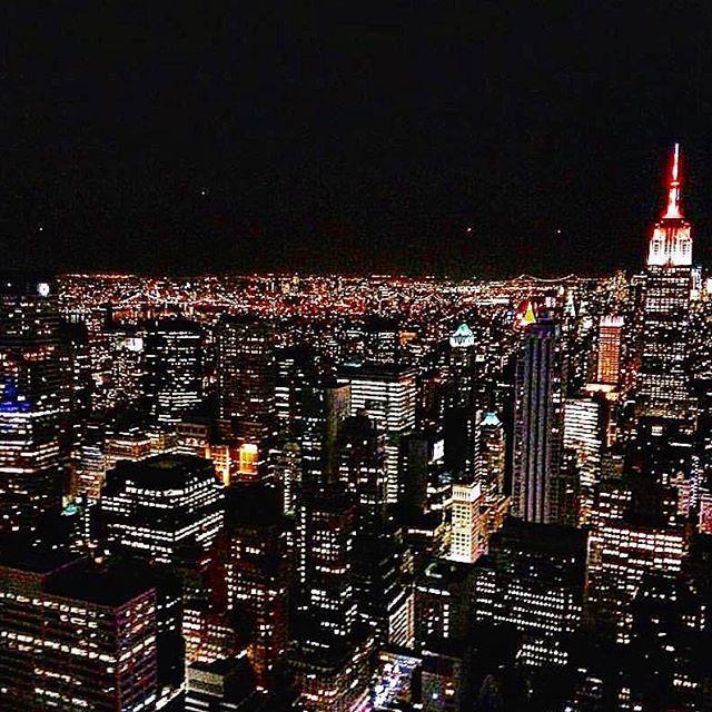 Instagram【xxa_akixx】さんの写真をピンしています。 《#photgraphy #newyork #newyorkcity #manhattan #landscape #nightview #rockfellercenter #amazing #awesome #夜景 #ニューヨーク #ロックフェラーセンター》