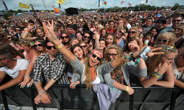 At the front of the Pyramid stage, spectators await the next band.