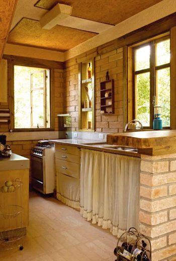 Cozinha na cidade estilo de sitio e moveis rusticos
