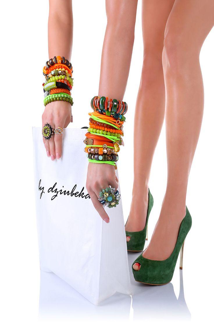 Zielone buty i kolorowe bransoletki - By Dziubeka & afoto.pl