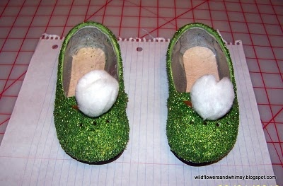 Tinkerbell Shoes Tutorial (sorta): Shoes Tutorials, Tinkerbell Shoes, Halloween Costumes, Kids Shoes, Glitter Shoes, Kids Disney Costumes Tutorials, Ballet Shoes, Diy Tinkerbell, Shoes I