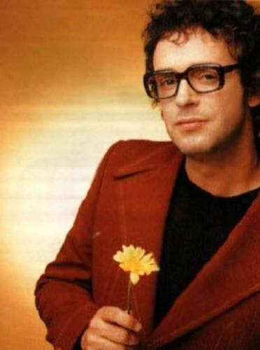 Gustavo Cerati + flor amarilla