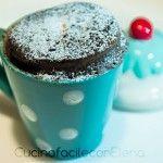 Torta al microonde in tazza: eccezionale! Funziona davvero ed è buonissima! Io ho sostituito la cioccolata in polvere con 6 cubetti di cioccolato fondente in tavoletta ed è venuta benone ugualmente! :-)
