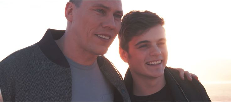 <3 Tiesto <3 :) Martin Garrix & Tiësto - The Only Way Is Up (Official Music Video)