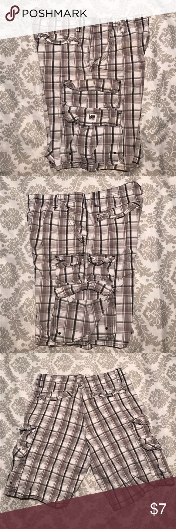 Lee Dungarees men's cargo shorts. Used. Size 32 Lee Dungarees men's cargo shorts. Used. Size 32. 100% Cotton Lee Dungarees Shorts Cargo