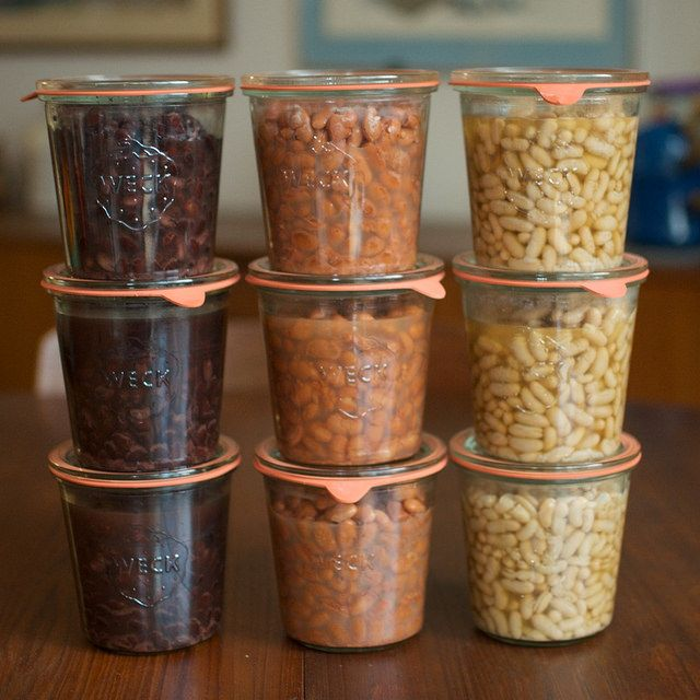 Tutorial on canning beans from Marisa at Food in Jars + an awesome giveaway for weck jars and a dutch oven.