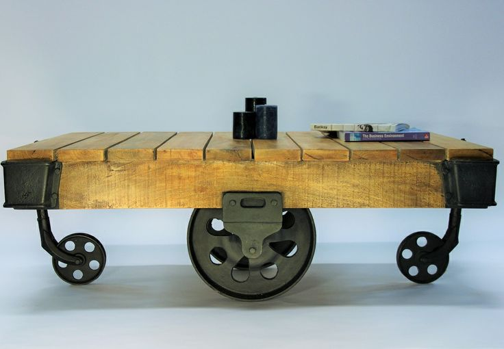 Rustic Coffee Table - Pallet Sofa Table  http://indiecompany.com