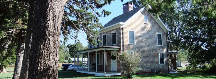 Long Island, NY | The Farmhouse Bed and Breakfast. This 1865 renovated and refurbished farm house has 3 elegantly appointed rooms. While you're here you can sit back, relax and gaze at the beautiful grounds or cozy up in your suite with original fireplaces and relaxing soaking tubs.