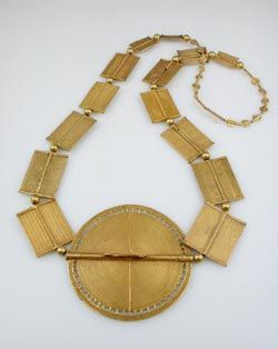 Africa | Necklace from the Akan people of Ghana/Ivory Coast | Gold | 16th - 20th century | Price on request