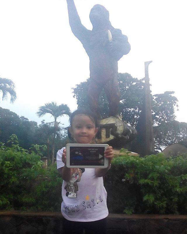 Mbak Vanya Nganterin dek Aida lihat Harimau, di Ragunan Zoo, kebun binatang pertama yang ada di Indonesia. Kebetulan sekali hujan turun jadi sembari menanti hujan reda selesaikan game #colortorial dari @emcopaint . Setelah itu sambil main genangan air dan rinai-rinai hujan kecil membasahi rambut. Kita lanjut explore the zoo.  #emcolux #colortorial #travelindonesia #pesonaindonesia