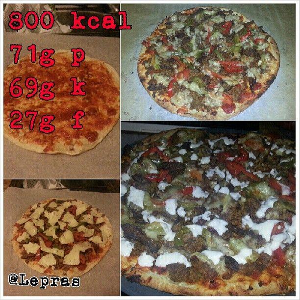 #deffrecept #deff #pizza #dietpizza #recept #lågkalori #diet #tacos köttfärspizza: taco-köttfärs, lök, ryggbiff & paprika, ost (kvargsås bearnaisesås) • Nanbröd/pitabröd som man köper i butik :) Kör det först 1-2min i ugnen så det blir lite krispigt, sen på med topping, baka igen 10-15min.
