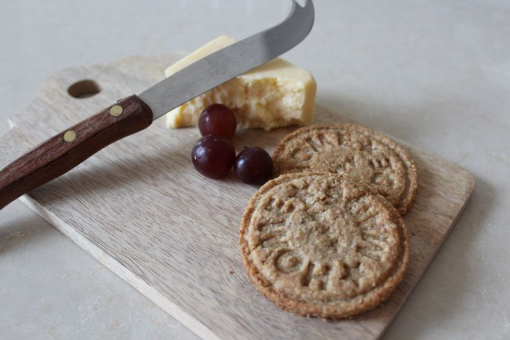 Sometimes events collide in such a way that you have to just go with the flow and call it fate. So when Santa left a brand new cookie stamp in my stocking, and a recent cursory examination of the fridge revealed mountains of cheese but absolutely no accompaniment, a spot of savoury biscuit making was(...)