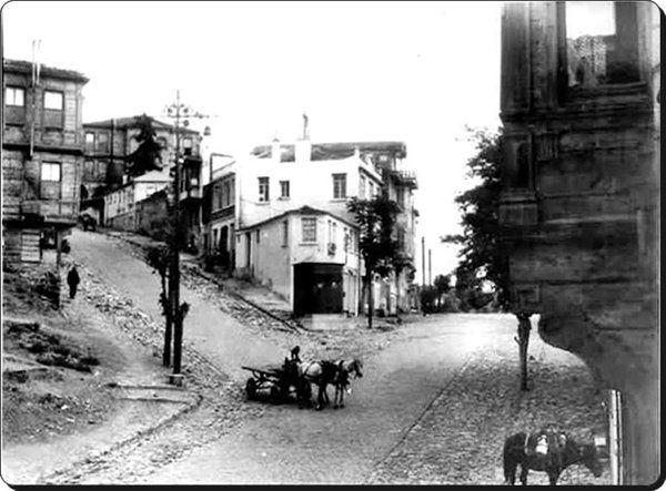 Beşiktaş / Şair Nedim Caddesi - 1930'lar Sol taraf Teşvikiye'ye çıkan Hüsrev Gerede Caddesi.