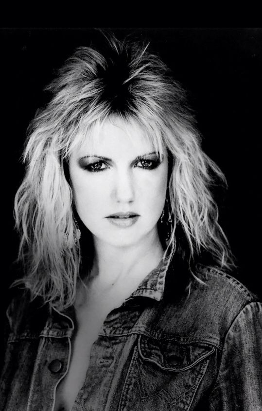The lovely and talented Sharon O'Neill. My very good pal and fave chic singer!
