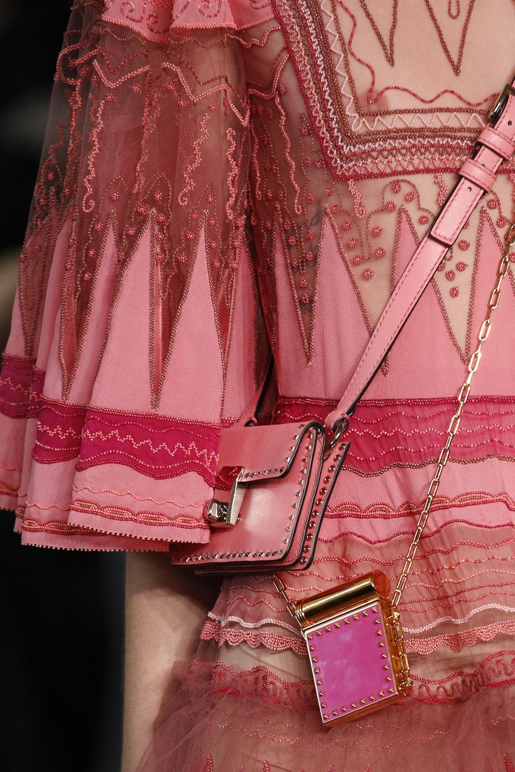 See detail photos for Valentino Spring 2017 Ready-to-Wear collection.