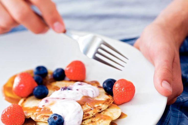 Kijk wat een lekker recept ik heb gevonden op Allerhande! Pannenkoekjes met aardbei en bosbes