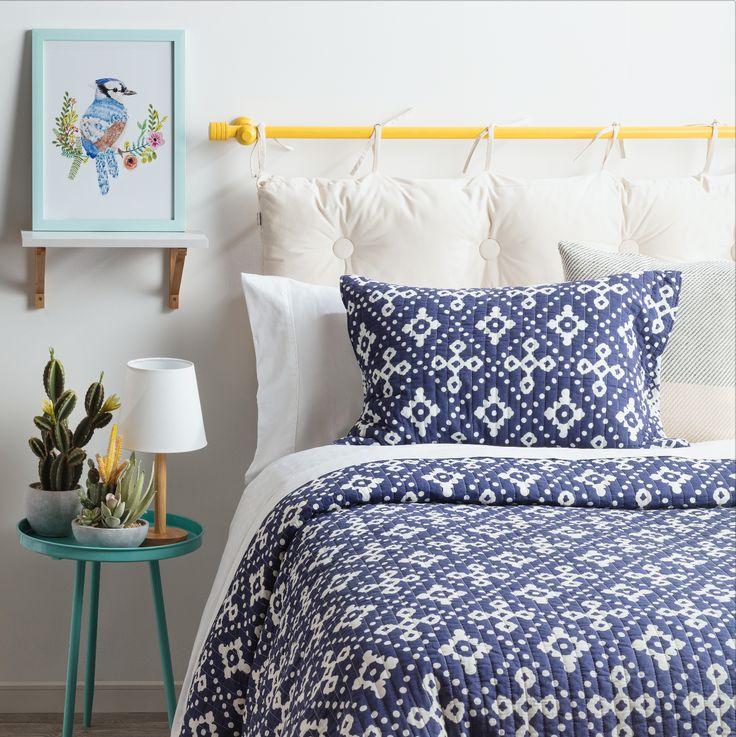 Nuestro respaldo de cama removible es ideal para aquellos que buscan de un estilo dinámico y moderno. Además, puedes combinarlo con nuestro quilt estampado.