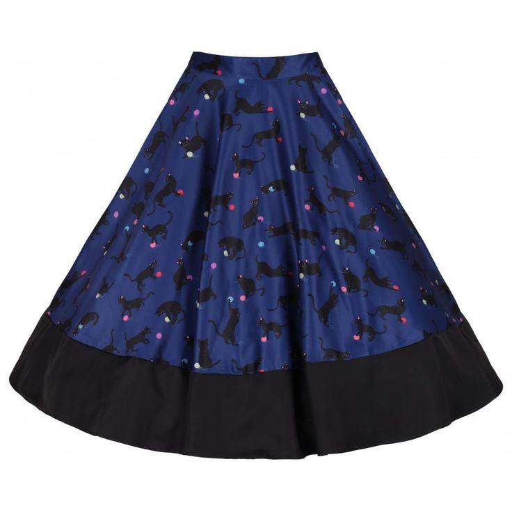Lindy Bop. Een blauwe circle rok met katten print spelend met een bolletje wol ontworpen voor een comfortabele pasvorm en een nauwsluitende tailleband. De onderkant van de jurk is zwart.