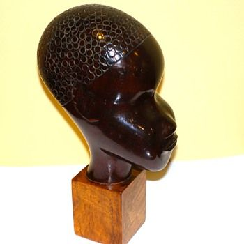 My latest purchase from USA a very rare Art Deco carved, Rosewood and fruit wood figure of African Nubian Bust by Lazslo Hoenig, (Hungary / England 1905-71) Marks: LAHO England, Made in London and the Hoenig monogram, circa 1940-50 Height 23 cm. Hoenig also worked for Hagenauer before leaving Hungary for England in 1933.