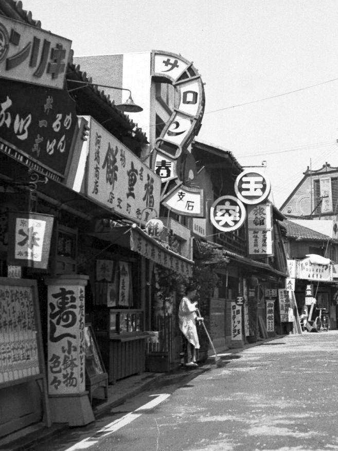 moji: File:Urateramachi dori kyoto (1920~1930s) もっと見る