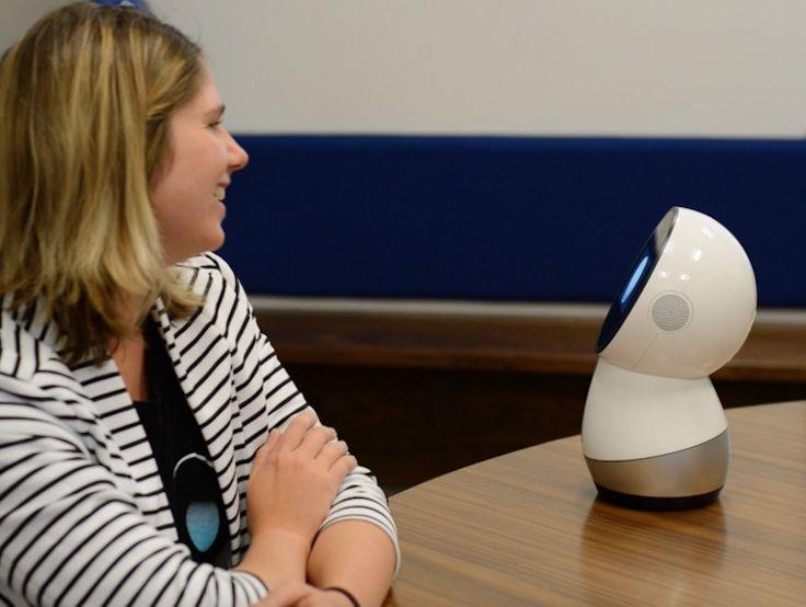 JIBO el primer robot social para interactuar en nuestro hogar