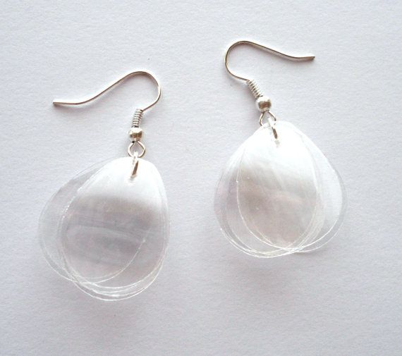 Upcycled jewelry white earrings made of recycled plastic bottle by @dekoprojects