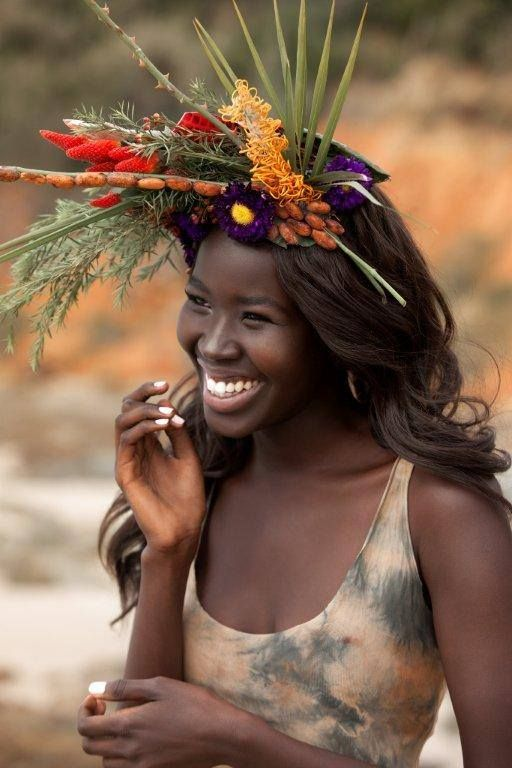 le mannequin Showdear Buomb Galou. Beautiful black woman smiling.