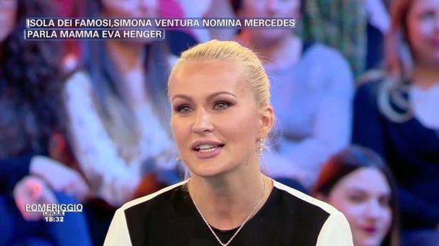 ROMA Parole dure di Eva Henger,mamma di Mercedes Henger,contro la naufraga Simona Ventura, dopo che la bionda ha votato la piccola Mercedes