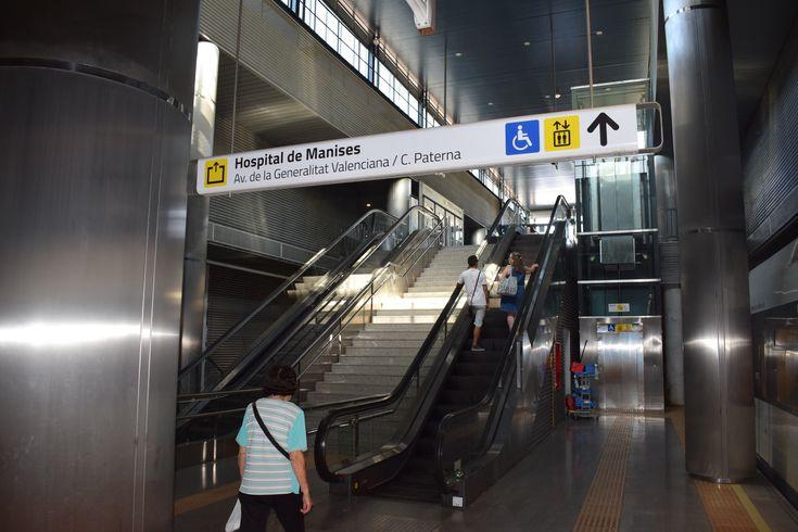 Ferrocarrils de la Generalitat Valenciana (FGV) ha adjudicado el nuevo contrato del servicio de conservación y mantenimiento de todos los equipos elevadores, 85 ascensores y 137 escaleras mecánicas, de la red de Metrovalencia; según ha publicado el Diario Oficial de la Generalitat Valenciana (DOGV). El importe de la contratación asciende a 7.258.