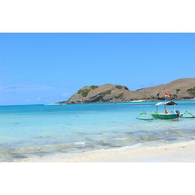 【bibehviena】さんのInstagramをピンしています。 《#lombok #lomboktrip #lombokisland #explorelombok #beach #tanjungaan #bluesky #bluesea #enjoy #indonesia #ロンボク #ロンボク島 #インドネシア #海 #空 #青》