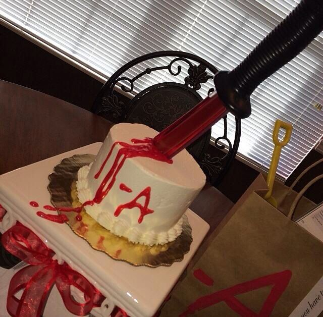 Pretty Little Liars Cake Decorations
