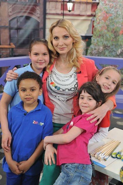 Joanna Moro sama jest mamą, dlatego ma świetny kontakt z dziećmi (fot. J. Bogacz/TVP)