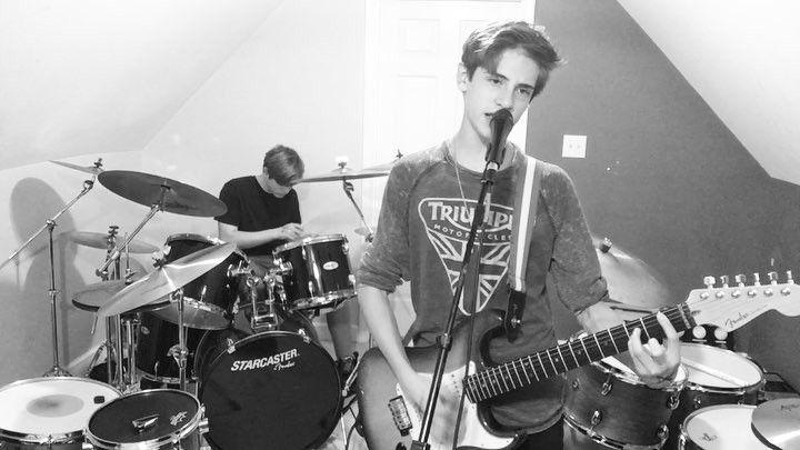 I wont worry my life away  . . . . . . #thefandinos #jacobfandino #musician #triumph #fender #drummer #instagramer #instadrums #followme #younghollywood #nashville #losangeles #newyork #twins #brothers #band #teengirls #teenager #15 #northcarolina
