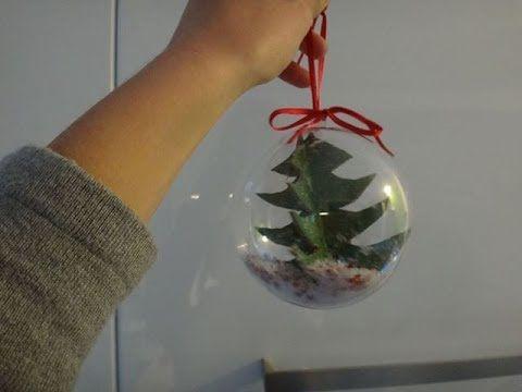 vidéo permettant de fabriquer votre propre boule de noël . pour cela c'est simple il vous faut : une boule en plastique, du carton, de la peinture,de la faus...