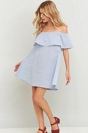 """Minkpink – Schulterfreies Kleid """"French Twist"""" in Blau mit Streifen"""