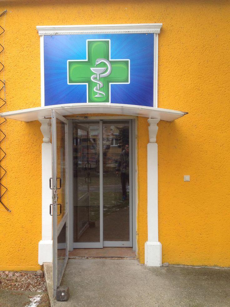 Tabula so samolepkou - Lekáreň u Martina, Senica