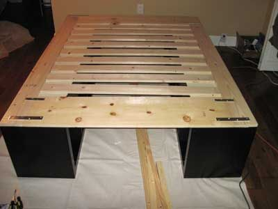 expedit platform bed hack add 3rd 1x4 to end to increase length for kingsize bed - Ikea King Size Bed Frame