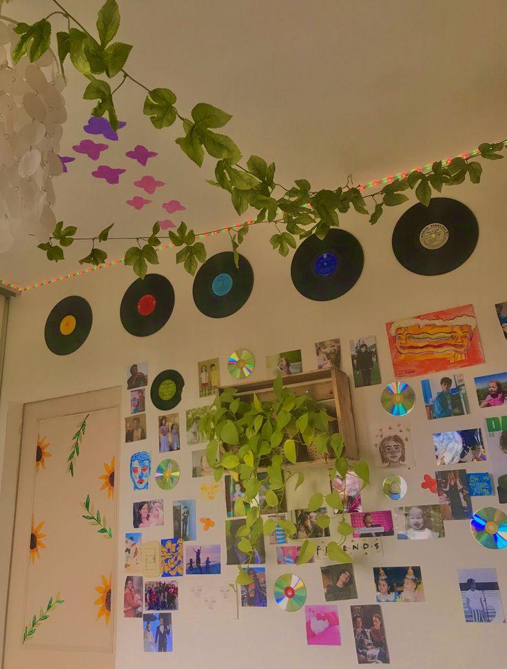 Indie Room Decor, Cute Room Decor, Aesthetic Room Decor, Retro Room, Vintage Room, Bedroom Vintage, Chambre Indie, Bookshelves In Bedroom, Cute Room Ideas
