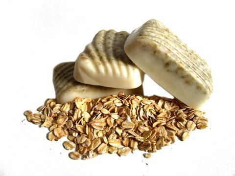 Como fazer sabonete de aveia caseiro. A aveia é um cereal que oferece múltiplos benefícios para a pele, é ideal para limpá-la profundamente, hidratá-la e mantê-la bem nutrida. Uma ótima maneira de aproveitar suas magníficas propriedades é...