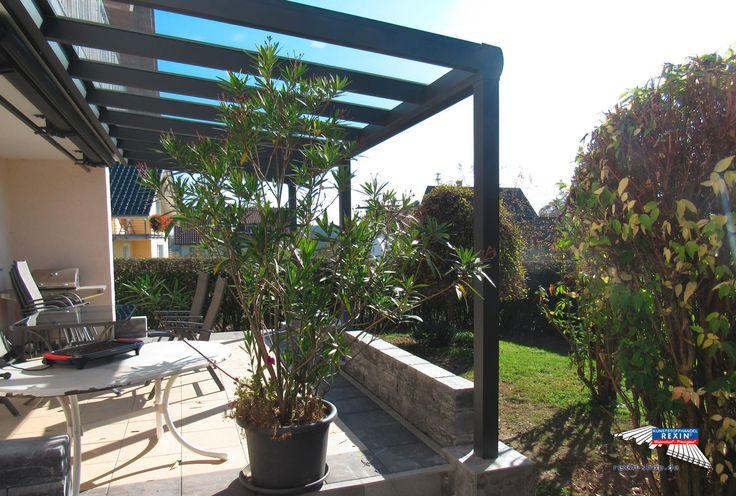 Ein Alu-Terrassendach der Marke REXOpremium anthrazit 6m x 2,5m mit VSG-Eindeckung - höchste Transparenz, edles Ausehen & perfekter Durchblick durch die Dacheindeckung aus Verbundsicherheitsglas. Die Pfosten wurden durch unser Einbetonier-Kit verlängert, um eine sichere Befestigung im Fundament zu gewährleisten.    Ort: Hohenfels    #Terrassendach #Aluterrassendach #REXOpremium #Rexin #VSG