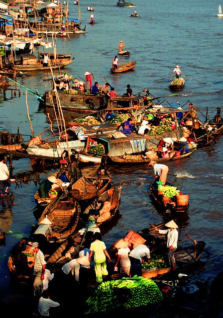 Cai Rang Floating Market in Can Tho - Vietnam