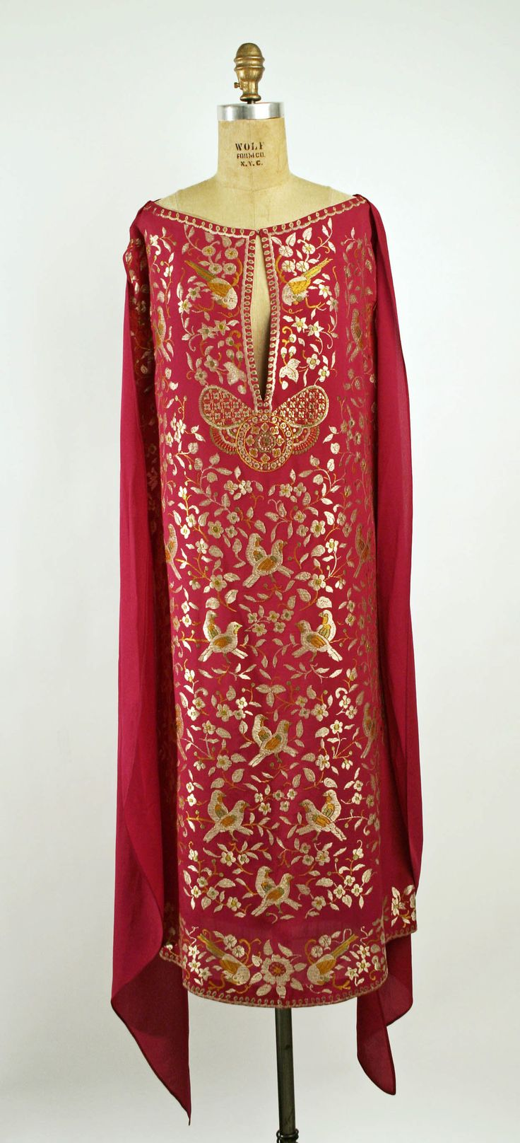 Dresses by Callot Soeurs feature long fluid versions of the vestigial sleeves seen on Ottoman coats. The Callots are more widely known for their Chinoiserie, but their Persian-Turkish styles often share the same sense of Chinese color