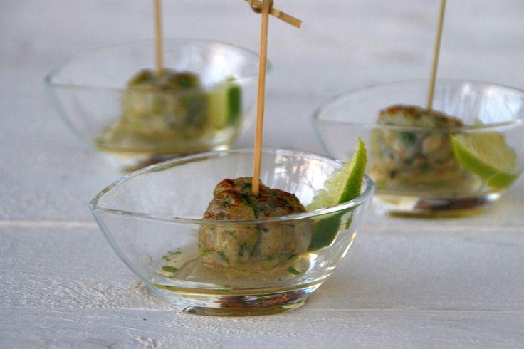 Visballetjes met een pittige limoendip