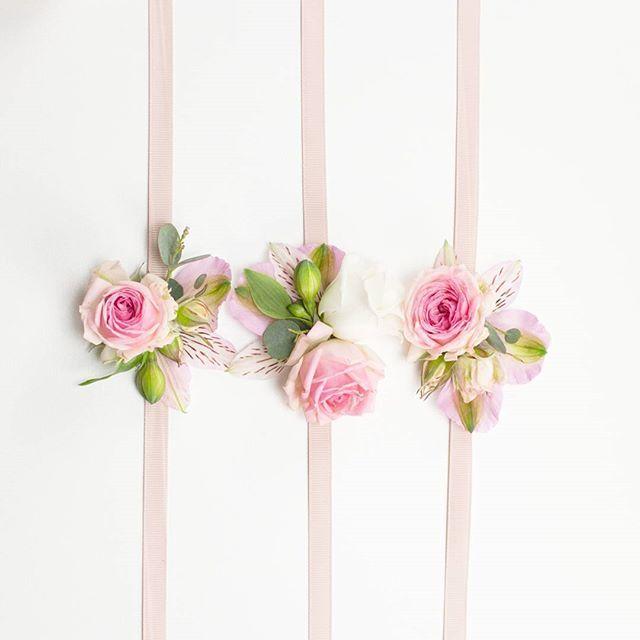 les 25 meilleures id es de la cat gorie bracelet de fleurs. Black Bedroom Furniture Sets. Home Design Ideas