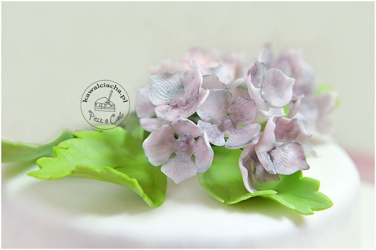 sugar hydrangeas - part of first communion cake / Cukrowe hortensje - element tortu komunijnego dla dziewczynki, więcej na www.pieceacake.pl