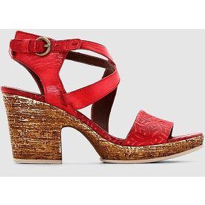 Shoes. mjus rouge